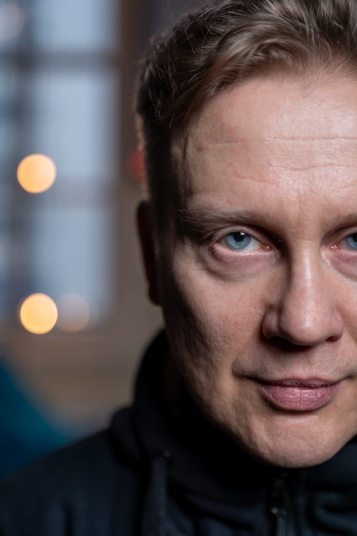Kuvataiteilija, teatteriohjaaja, kirjailija ja kuvataiteen tohtori Teemu Mäki, Kaapelitehdas, Helsinki, 28.1.2020.
