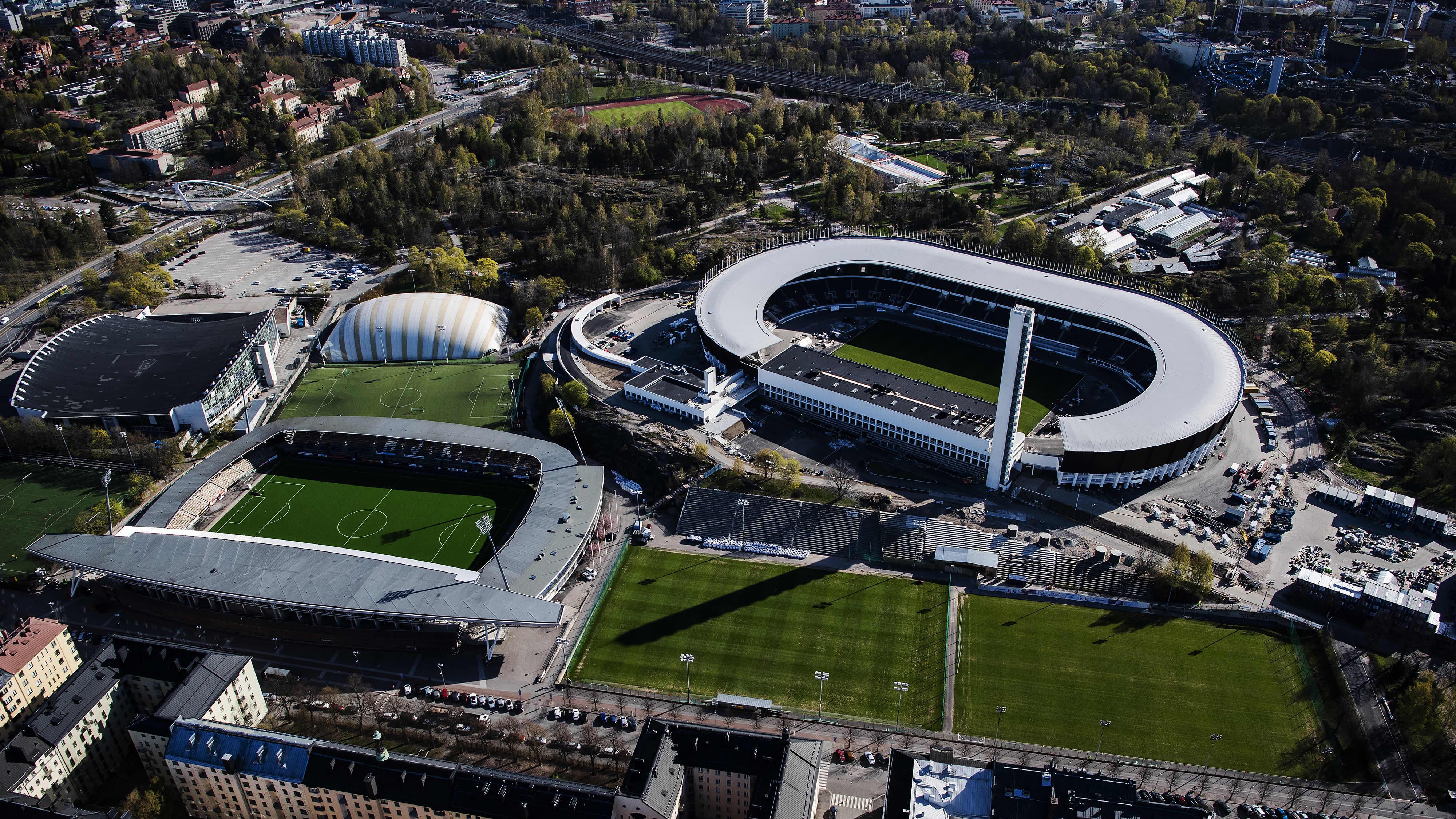 Ilmakuvassa on Helsingin olympiastadion toukokuussa 2020.