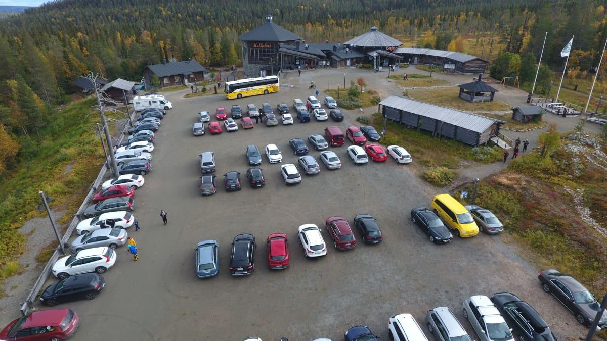 Metsähallituksen luontokeskus Kellokas Äkäslompolossa syyskuussa 2020