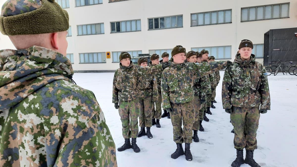 Varusmiehet järjestäytyvät Porin prikaatissa
