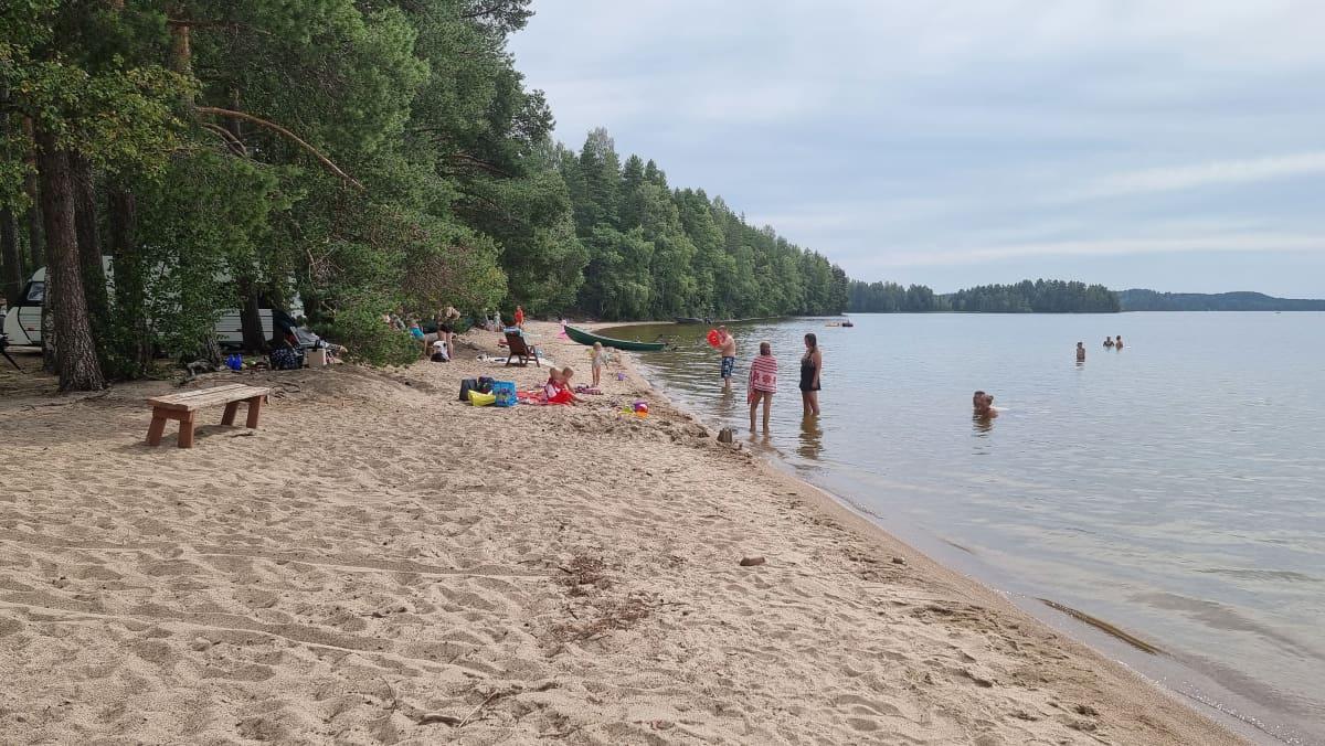 Papinniemen leirintäalueen uimaranta