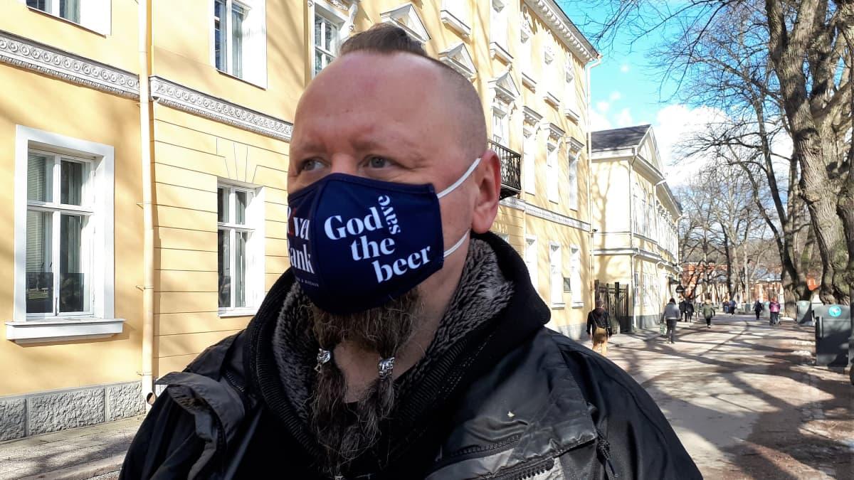 Baarimestari Petri Oksanen on ollut jo pitkään lomautettuna