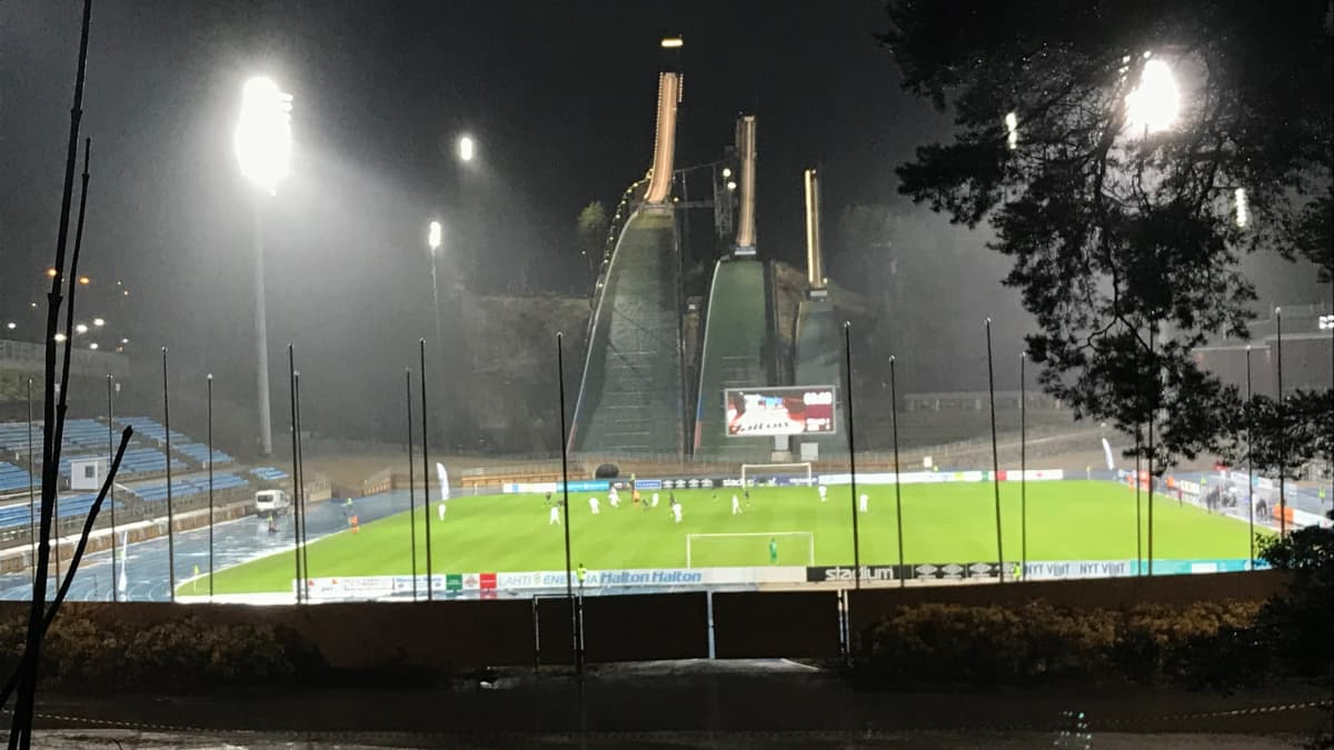FC Lahden peli urheilukeskuksen nurmella