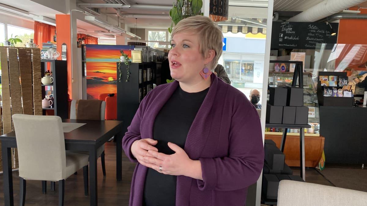 Annika Saarikon mukaan Kainuun työvoimapulaa ei ratkaista vain yhdellä keinolla.