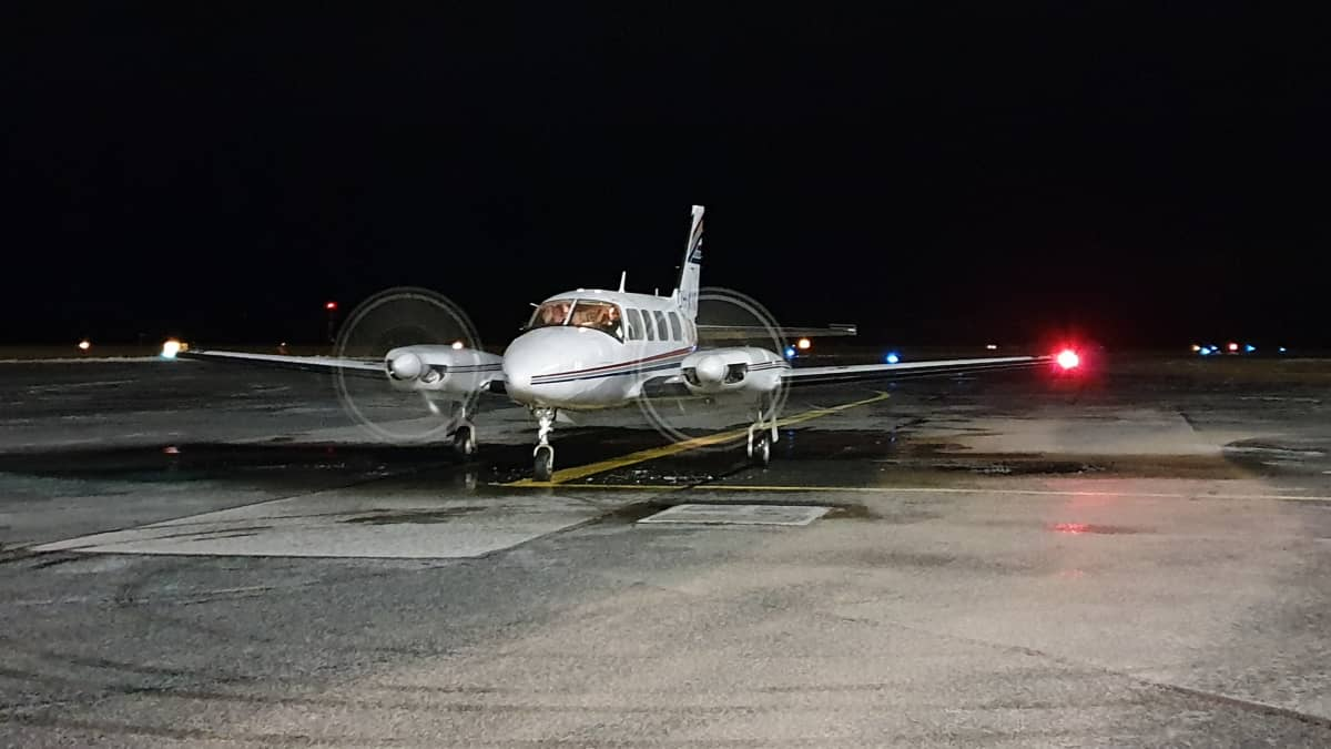 JS Aviationin Piper -liikelentokone lähdössä Kuopion kentältä