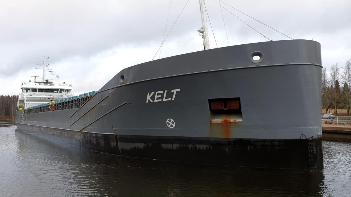Hollantilainen rahtialus Kelt Saimaan kanavassa.