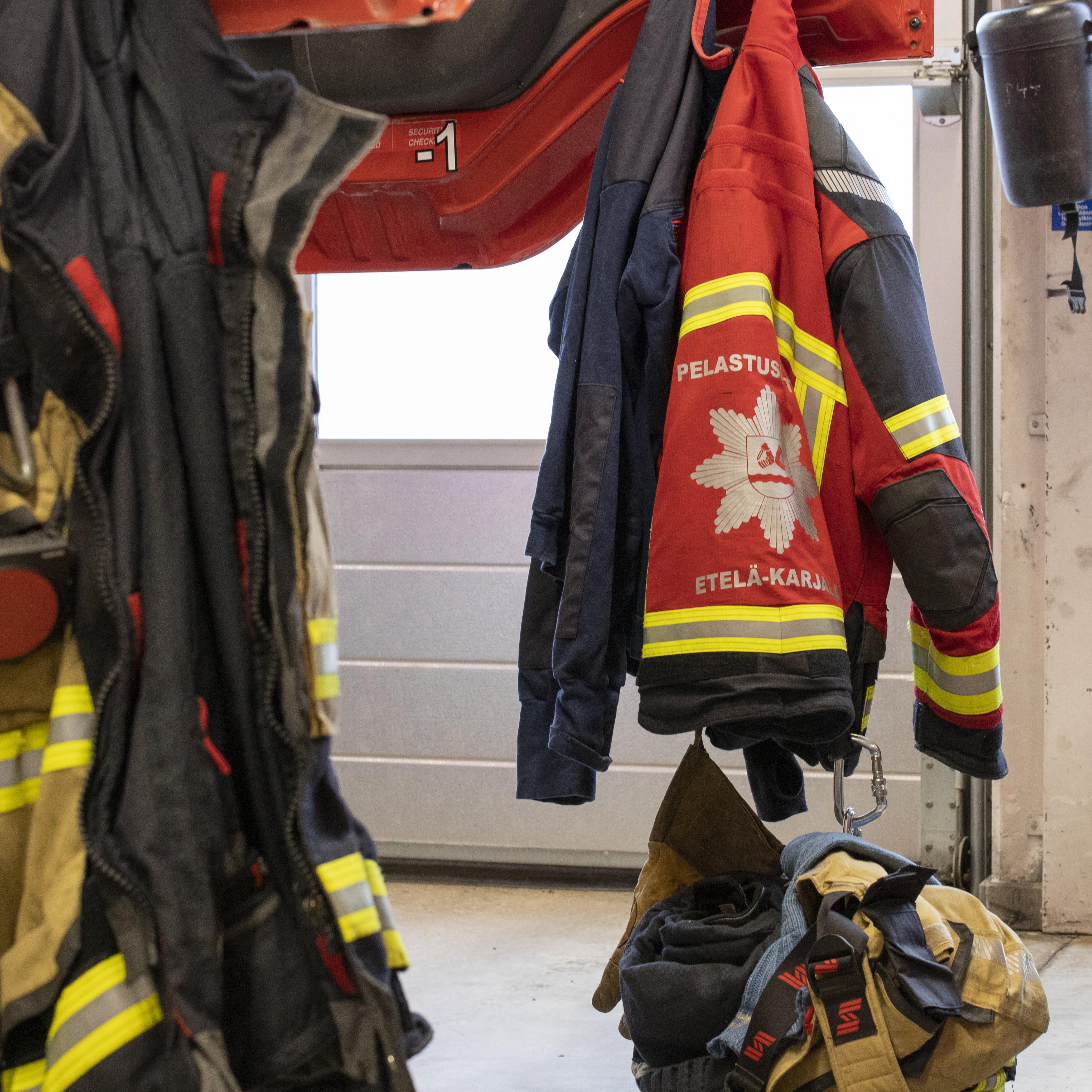 Palomiesten varusteita.