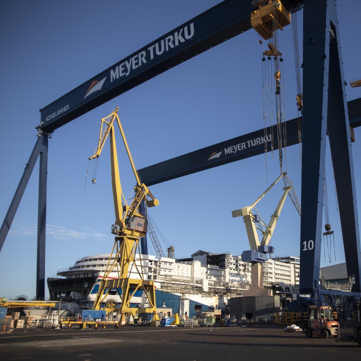 Carnival Mardi Gras -alus rakenteilla Turun telakalla