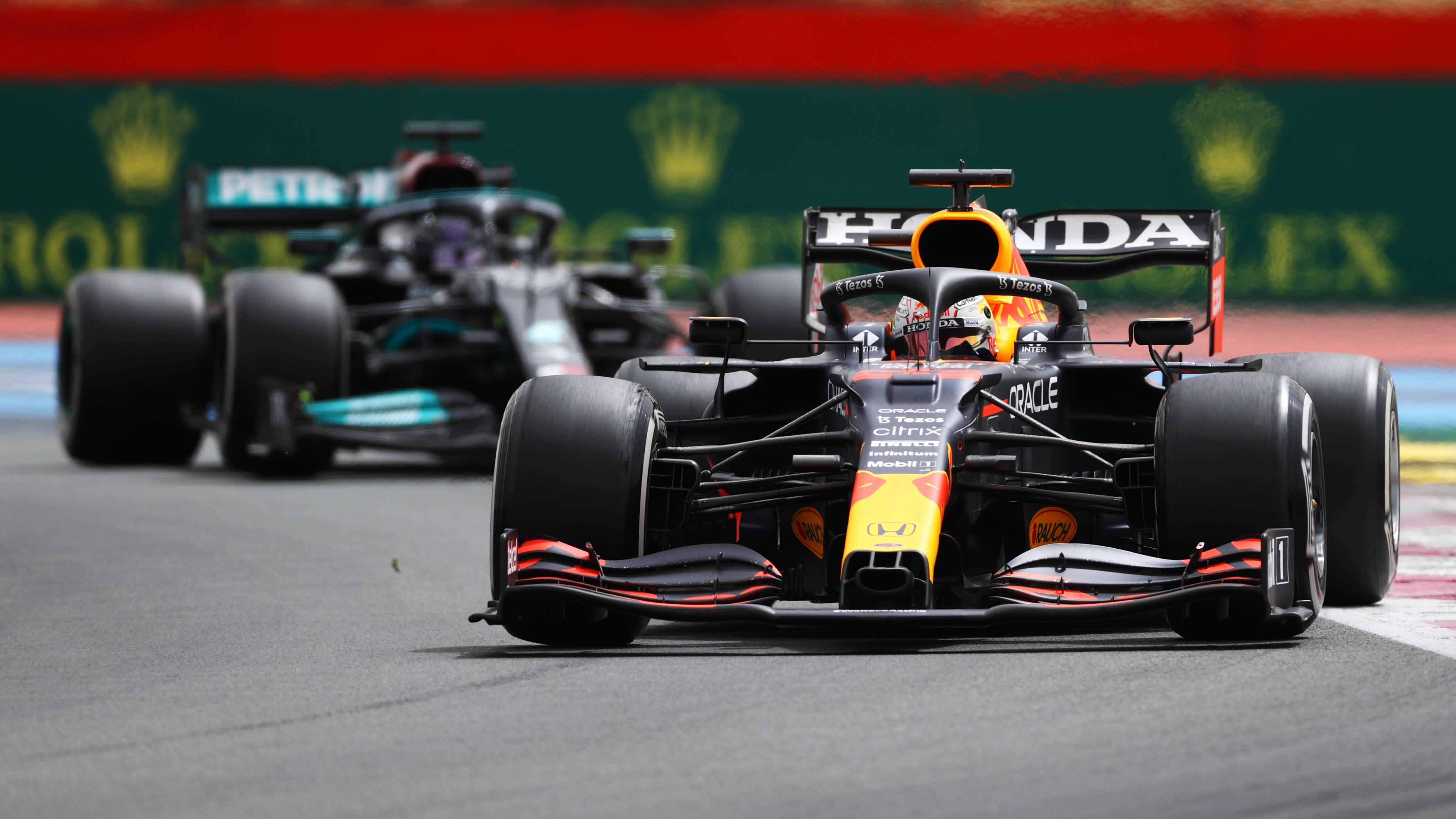 Verstappen Hamiltonin edellä.
