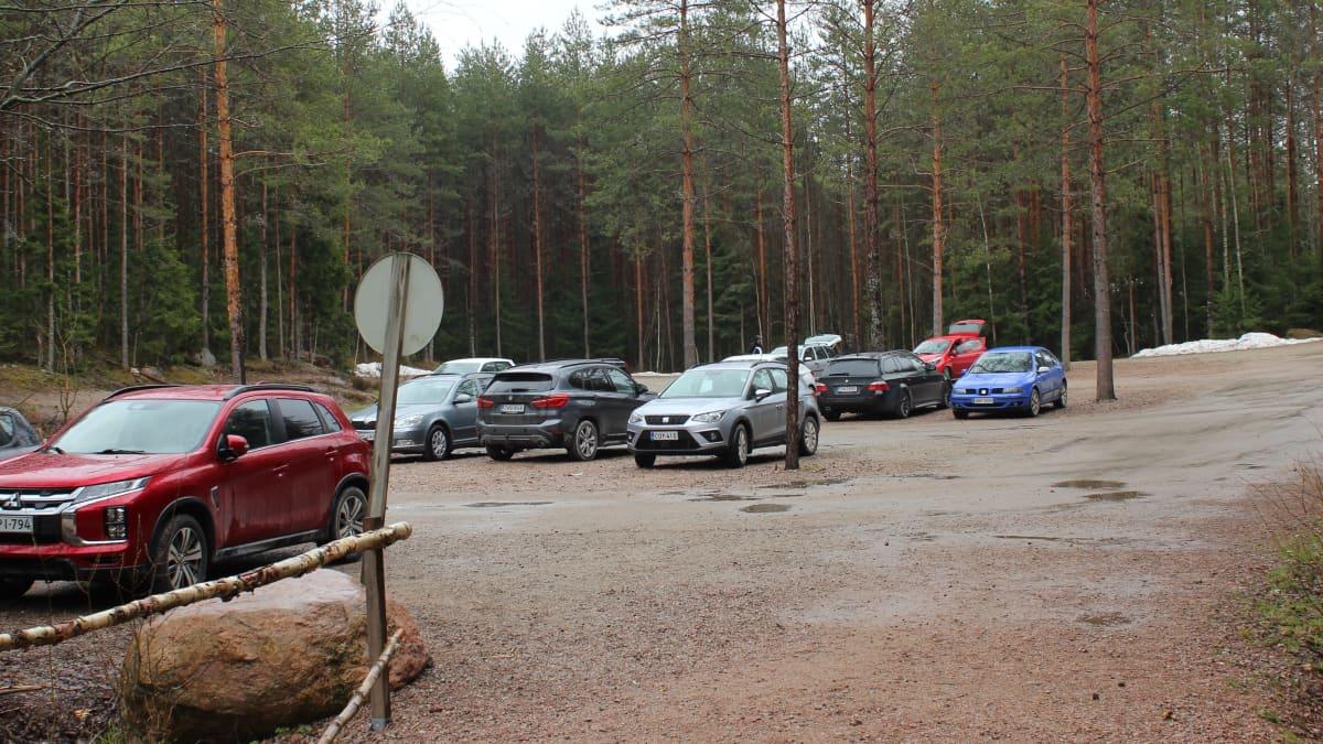 Lapinsalmen parkkipaikka Repoveden kansallispuistossa.