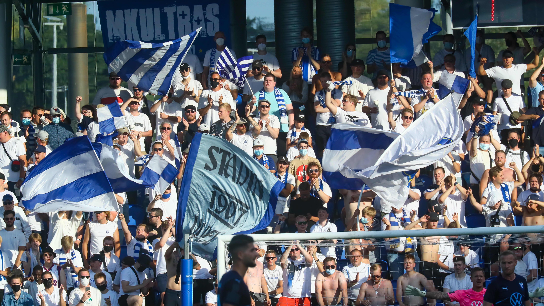 HJK:n kannattajat Mestarien liigan karsintaottelussa ruotsalaista Malmöä vastaan.