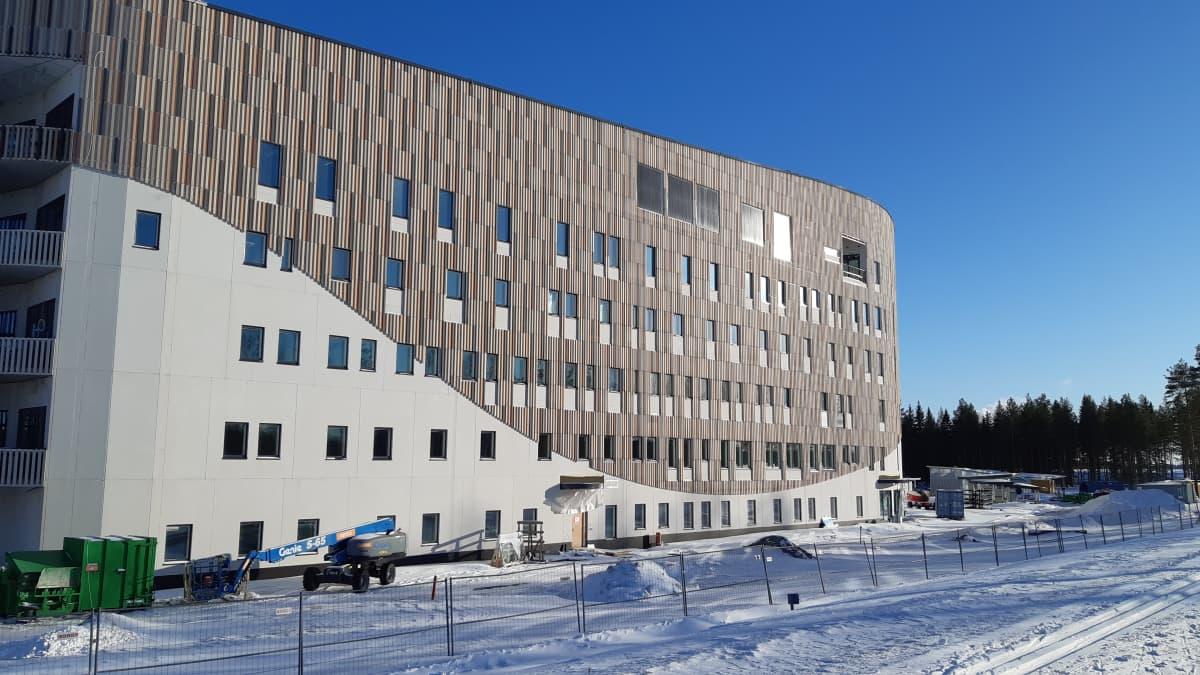 Seinäjoen keskussairaalan yhteyteen rakennettava psykiatrian M-talo valmistuu tänä vuonna.