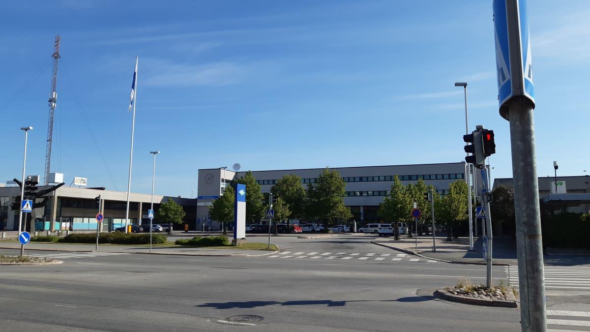 Seinäjoen matkakeskus eli rautatieasemarakennus edestä päin.