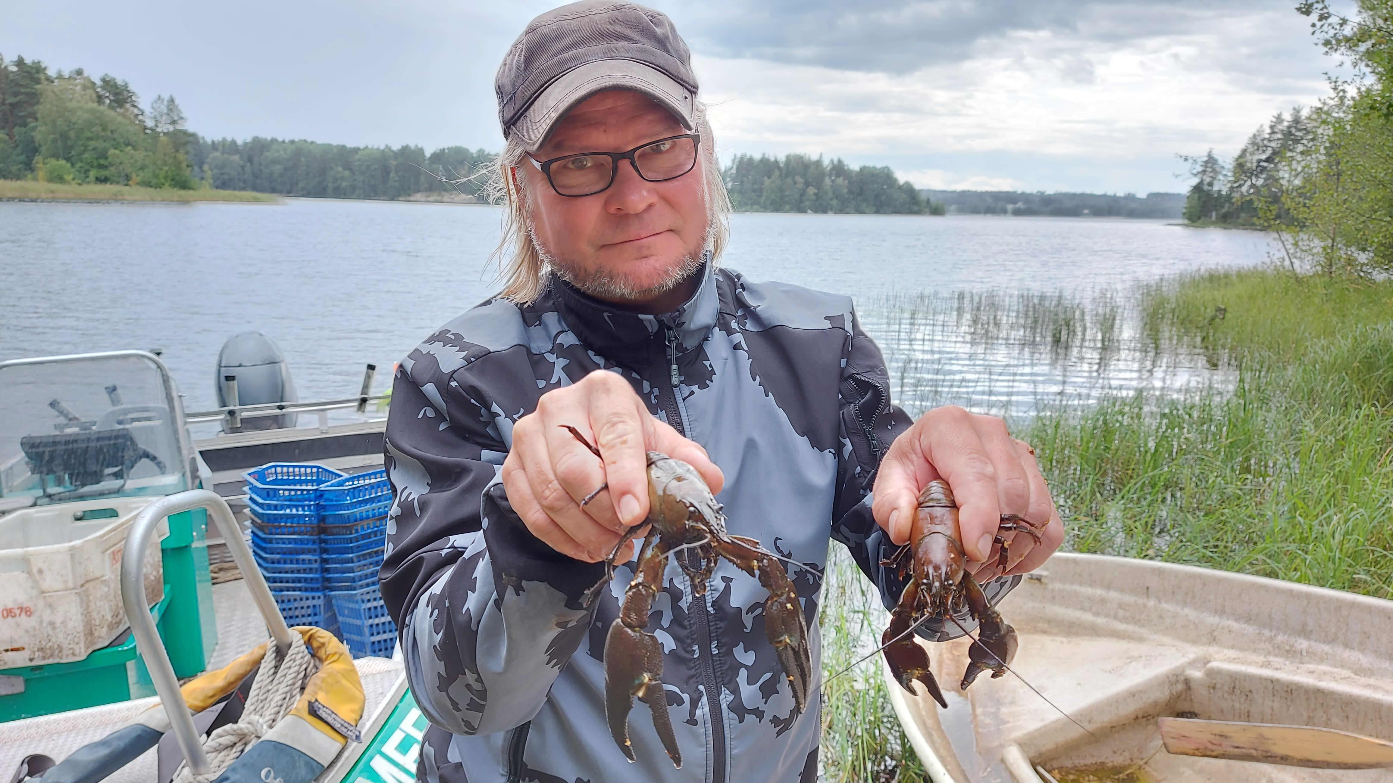 Täplärapuja Petri Mäkisen käsissä
