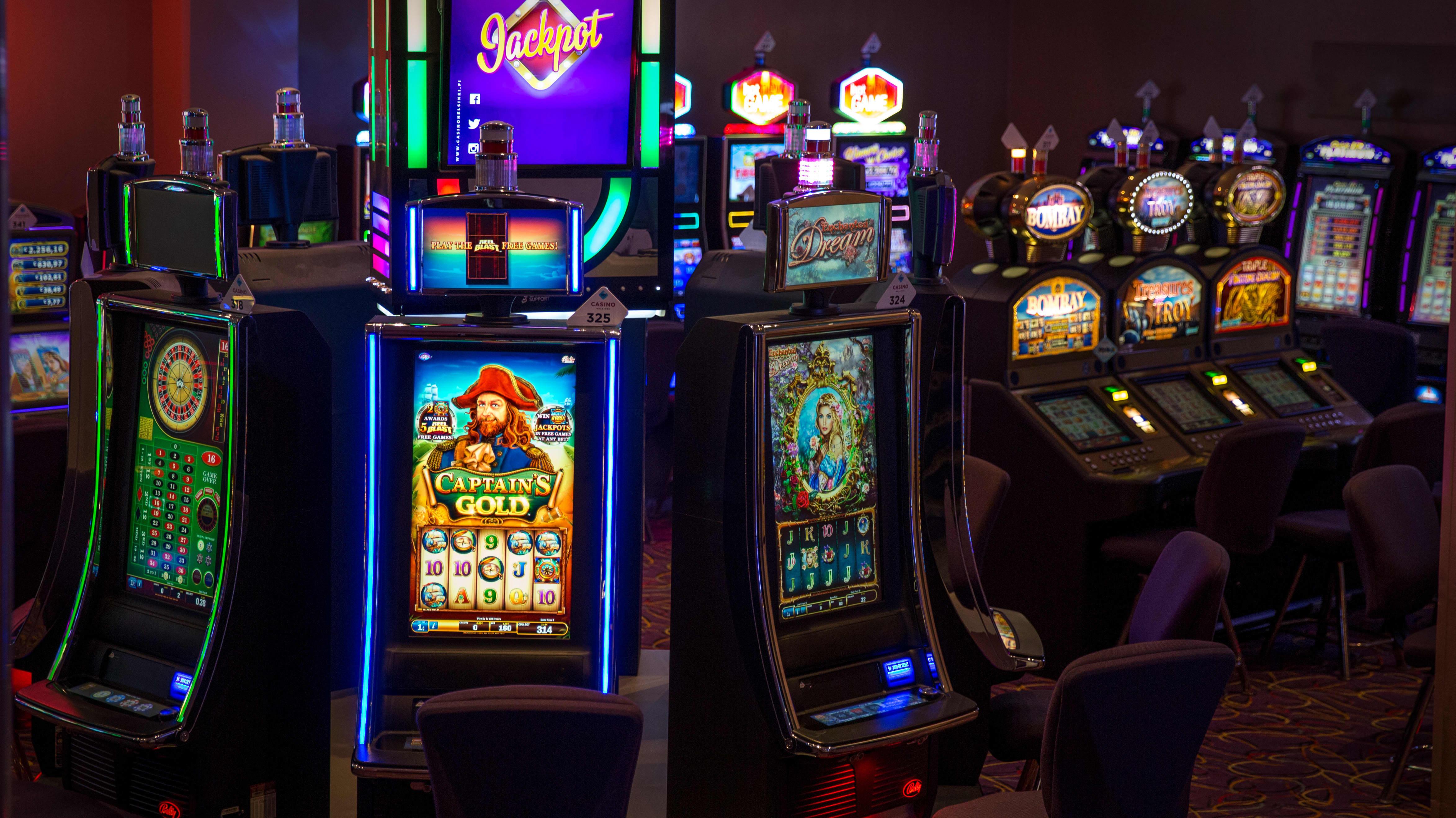 Pelikoneita Casino Helsingissä.