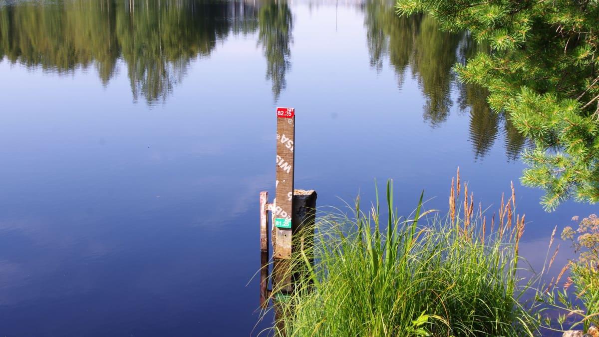 Veden pinta Kyrkösjärvellä on matalalla.