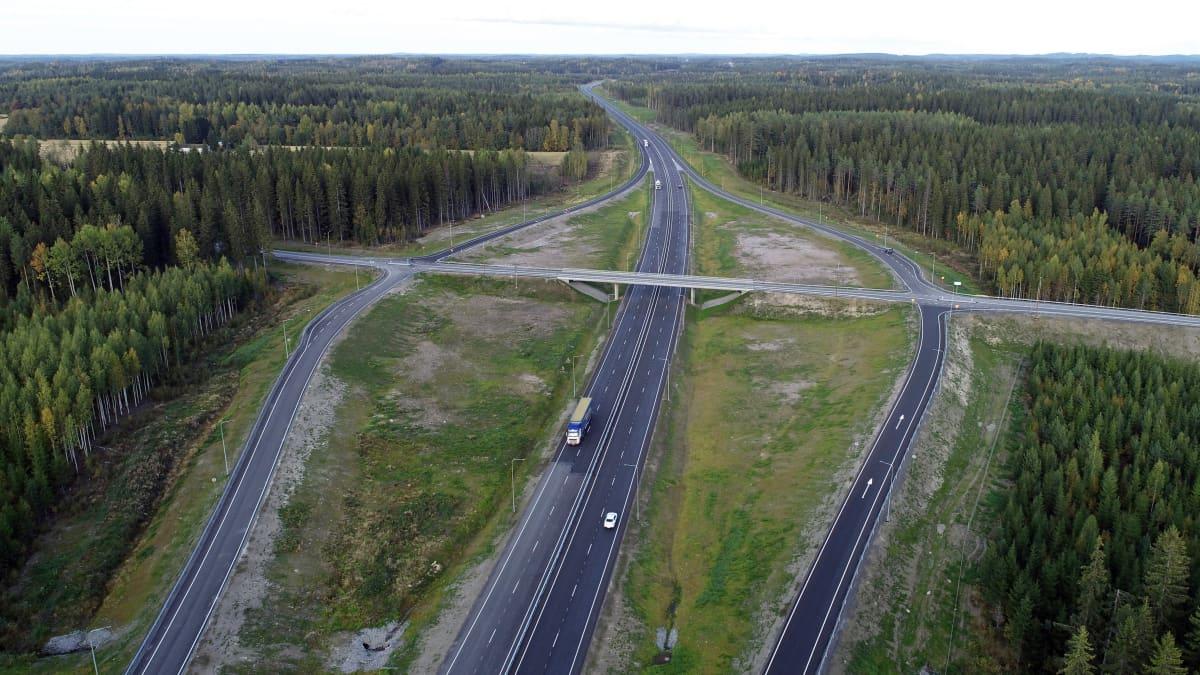 Valtatie 5:n liittymä Rahulassa Mikkelissä.
