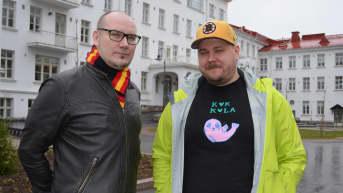 Toni Kurkimäki ja Mikko Jokipii Seinäjoen vanhan keskussairaalan edustalla