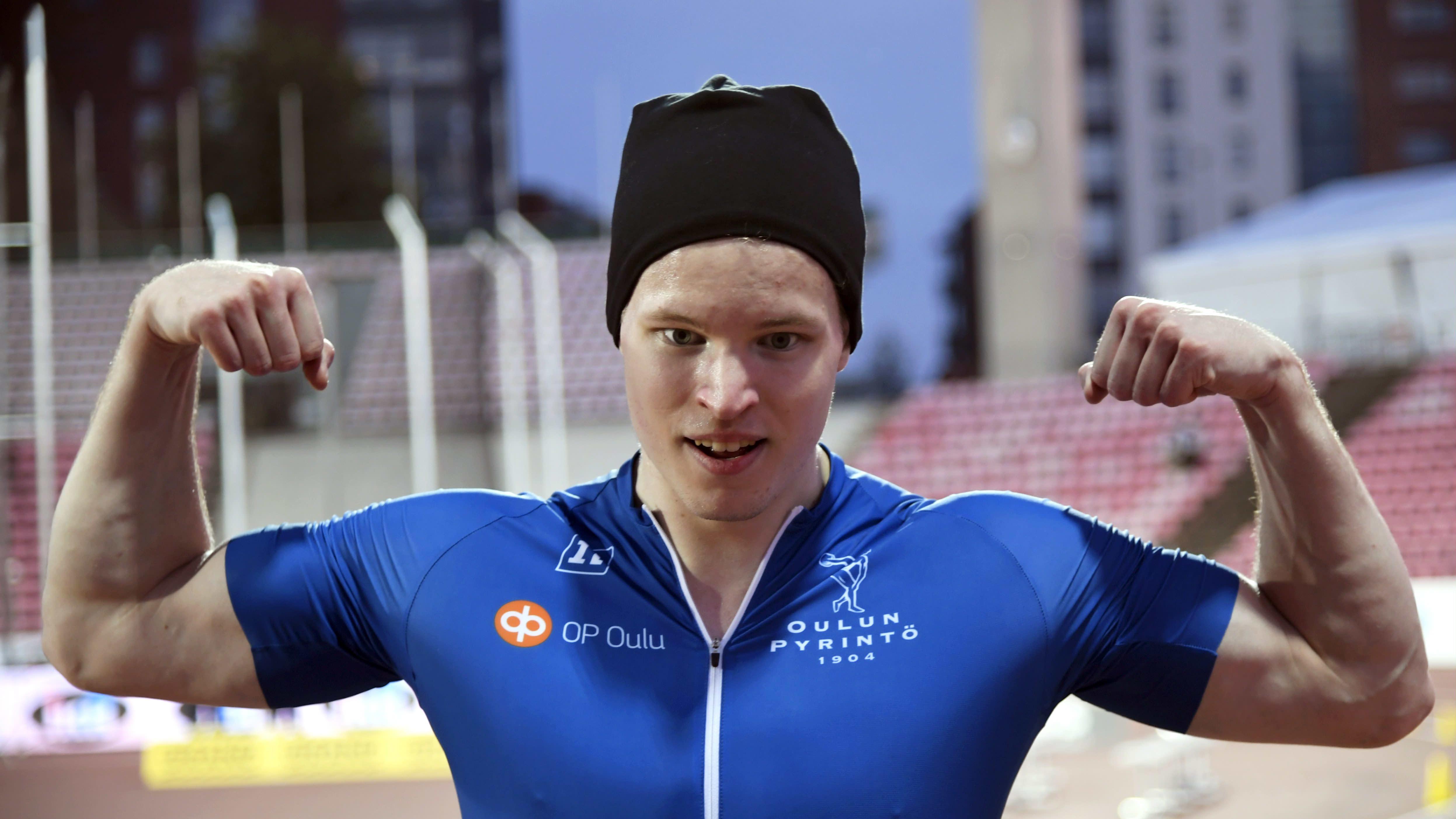 Samuel Purola miesten 100 metrin juoksun jälkeen Kalevan kisoissa Tampereella lauantaina 28. elokuuta 2021.