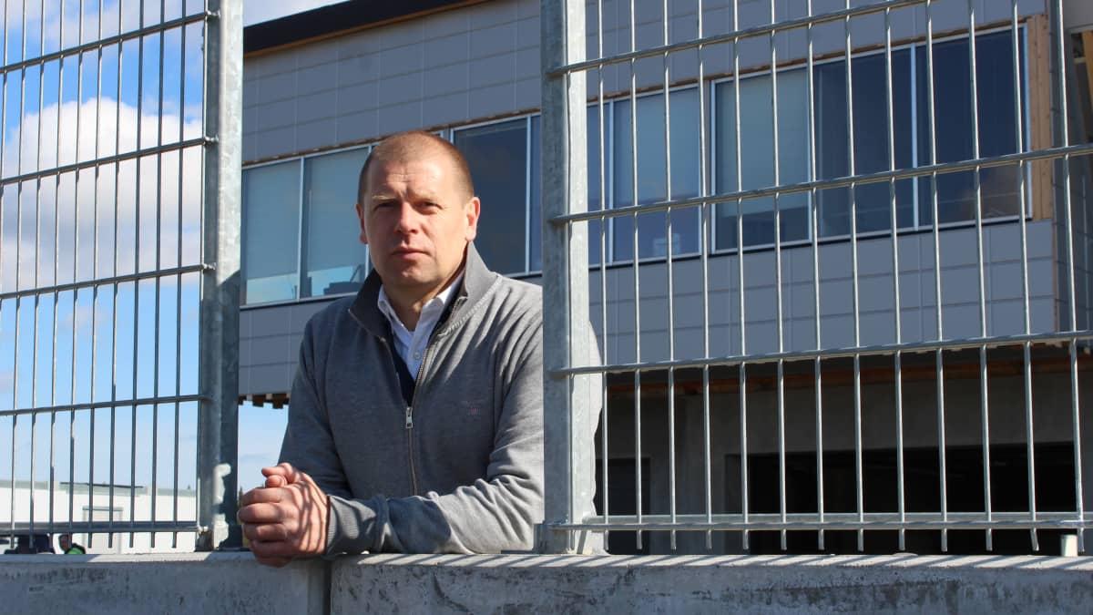 Uusi toimitusjohtaja Riku Rönnholm toivottaa Kymiringille tervetulleeksi kaikenlaiset tapahtumat