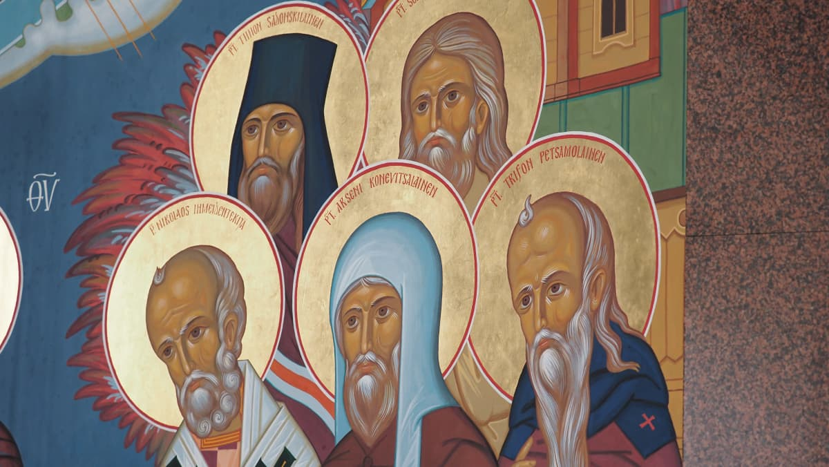 Ortodoksinen kirkkotaulu, kuvassa viisi pappia