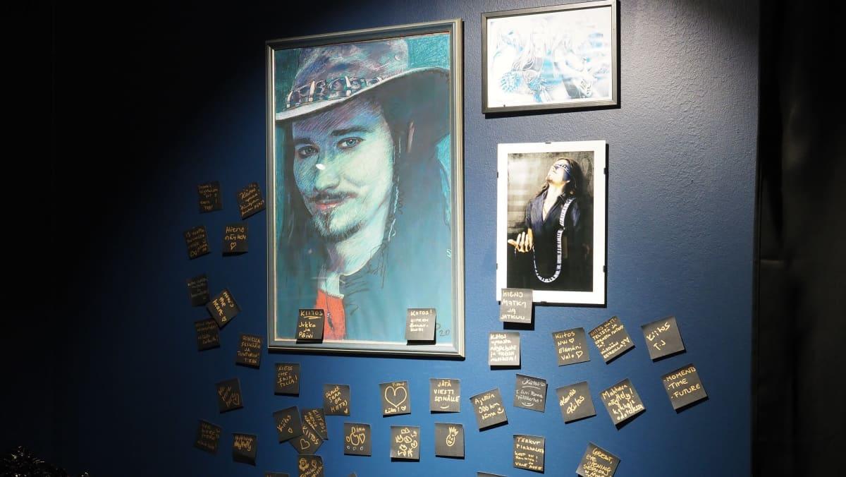 """Kiteen Nightwish keskuksen näyttelytila, """"faniseinä"""""""