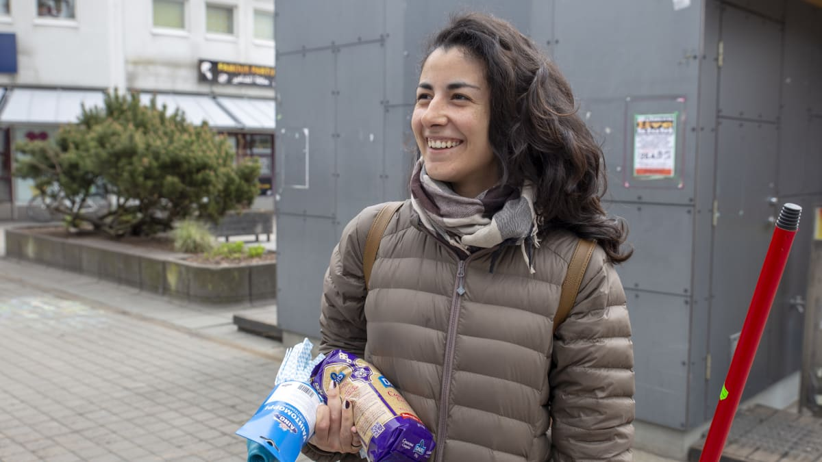 Afsane Kazerani on kotoisin espanjasta ja asuu nyt Kontulassa.