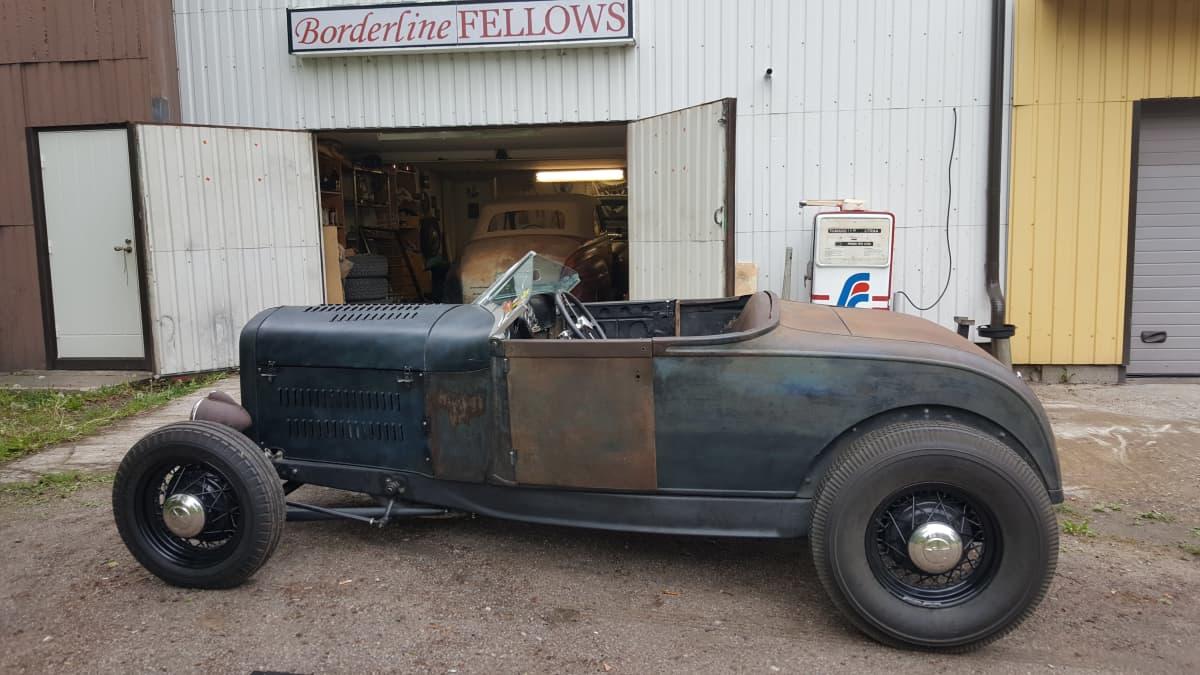 Vanha vuoden 1928 Ford parkissa