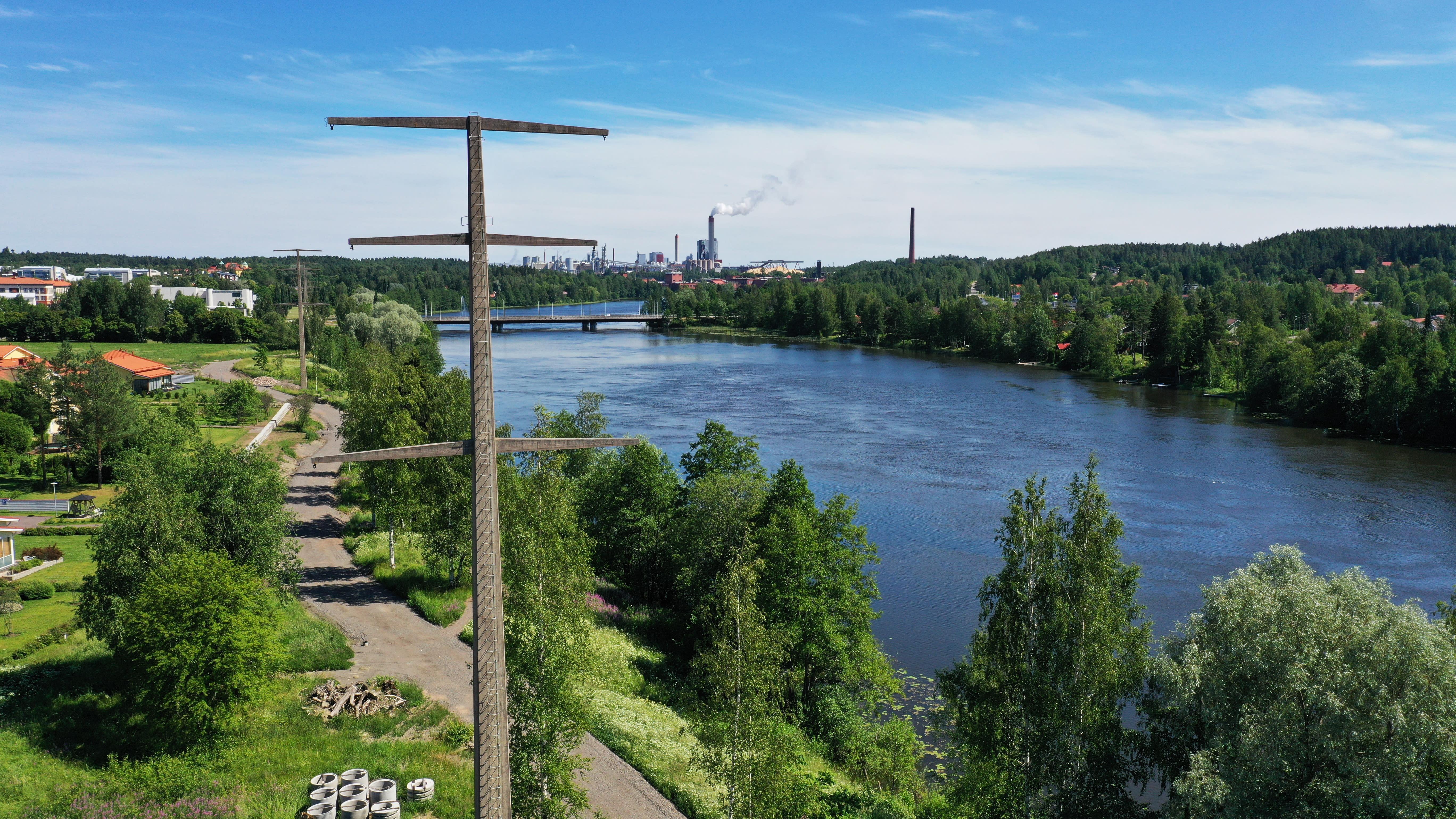 Teollisuushistorian säilyttämistä koskeva riita elää sitkeänä Kymijoen rantamaisemassa
