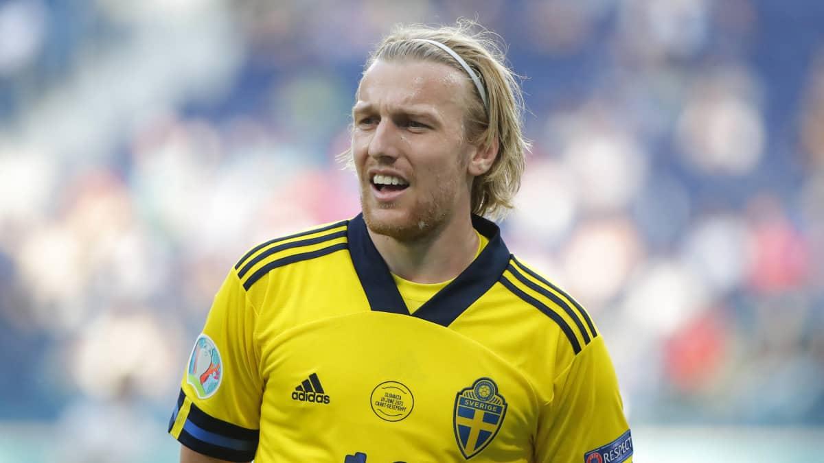 Emil Forsberg niittaa voittomaalin pilkulta Ruotsille