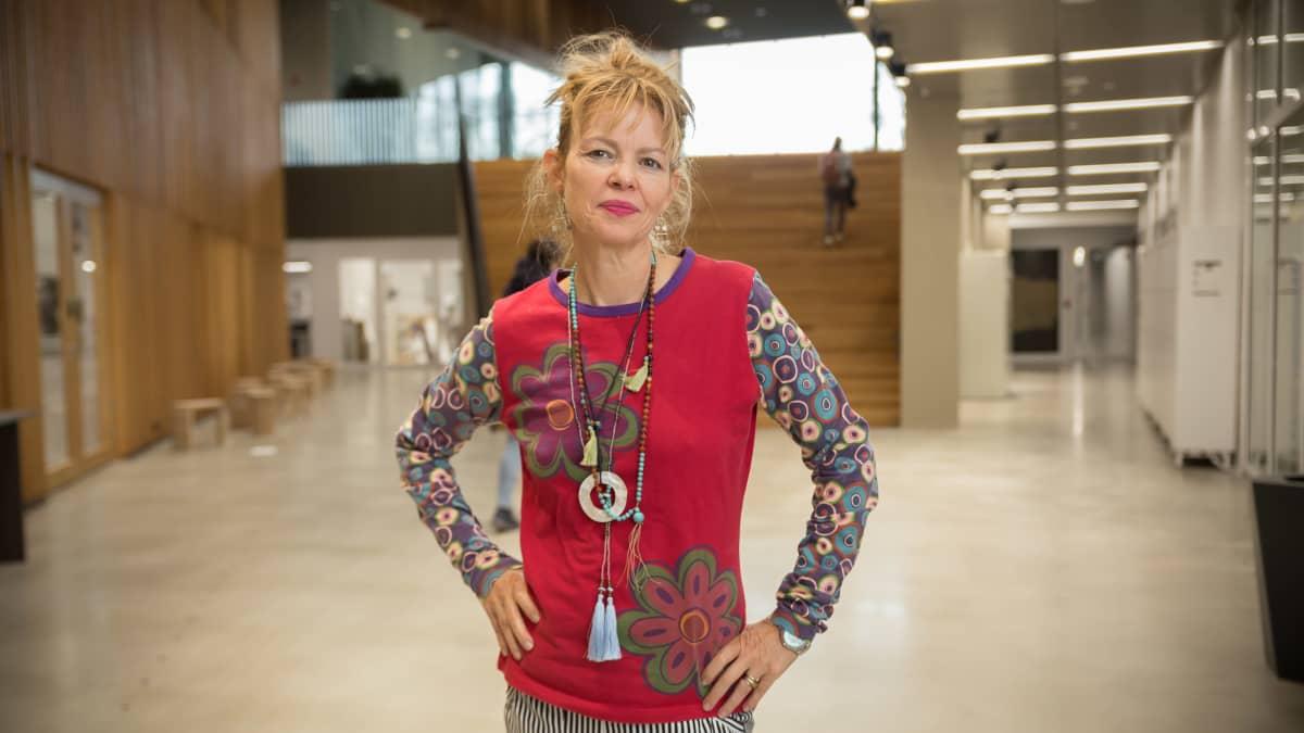 Arkkitehdit ilman rajoja -järjestön perustaja Esther Charlesworth vieraili Aalto-yliopistossa.
