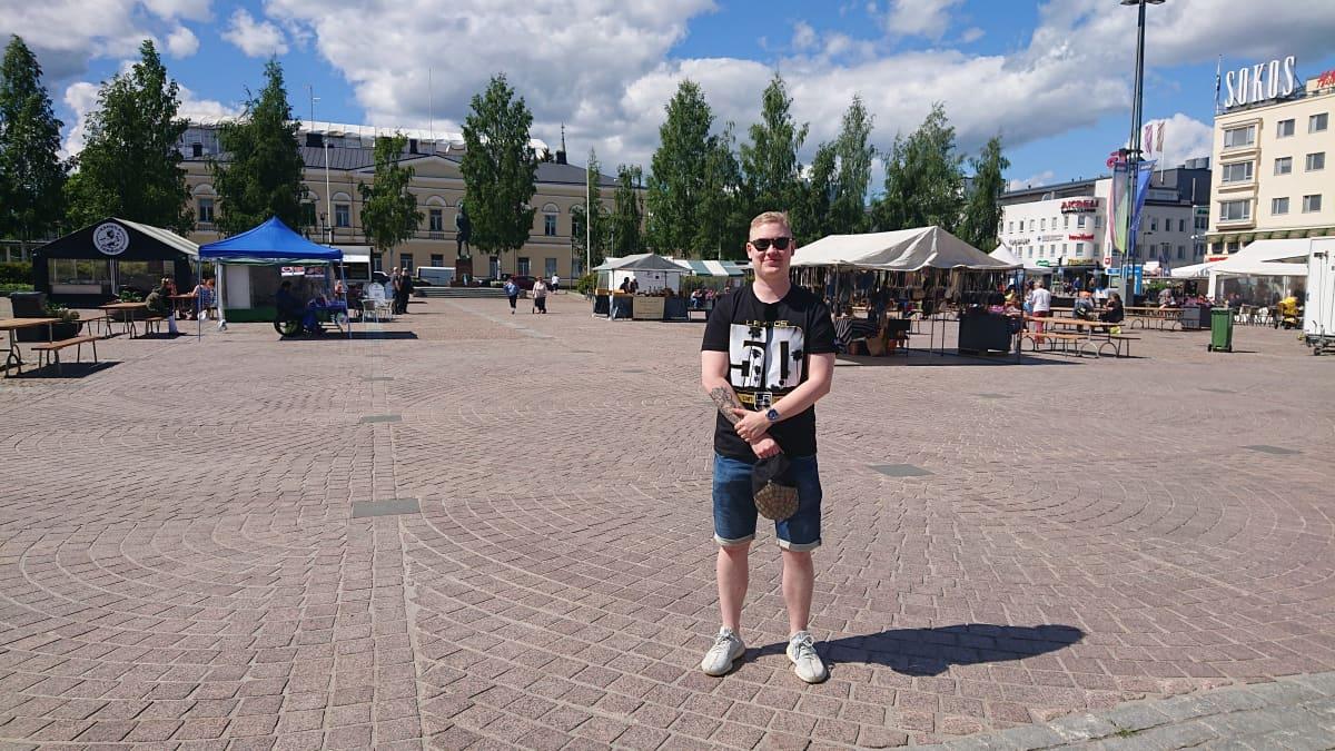 Joona Närvänen Mikkelin torilla.