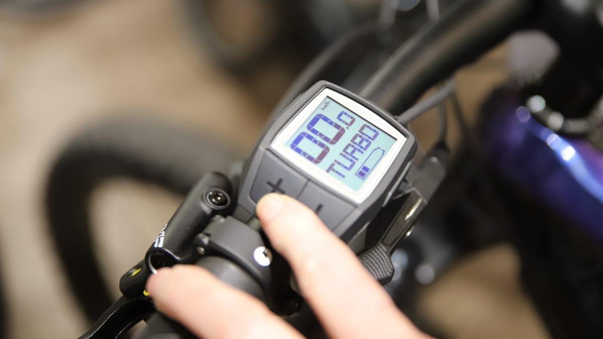 Sähköpyörän näytöltä saa säädettyä pyörän toimintaa.