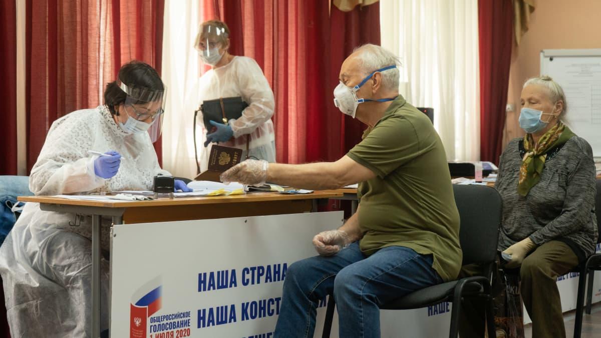 Moskovalaiset äänestävät Venäjän perustuslakiuudistuksesta.