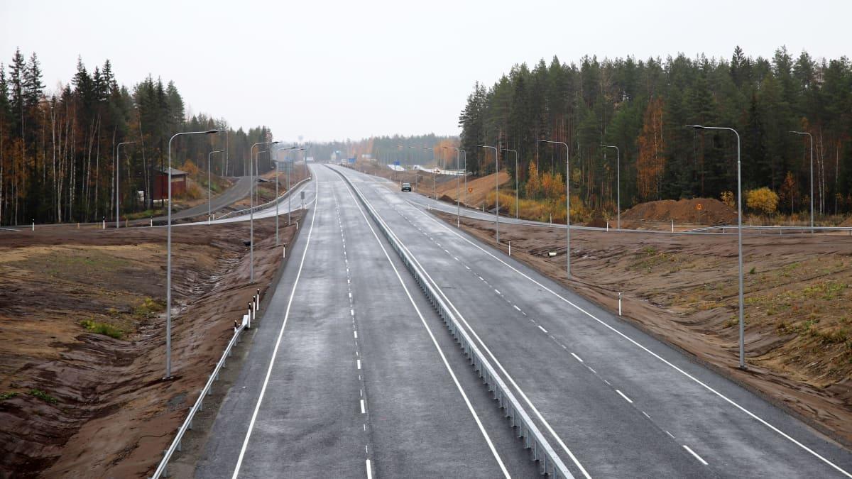 Mikkelin ja Juvan välille lokakuussa 2021 avattavaa uutta Viitostien osuutta.