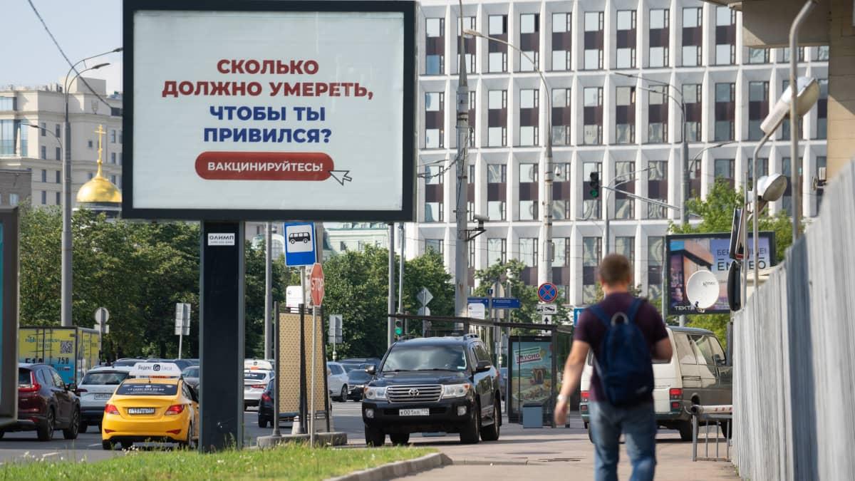 Mainoskyltti Moskovan keskustassa.