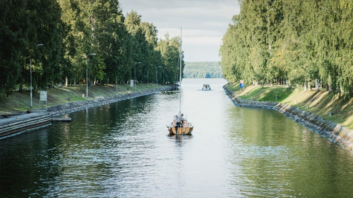 Erilaiset veneet täyttävät 150 vuotiaan Vääksyn kanavan juhlaviikolla