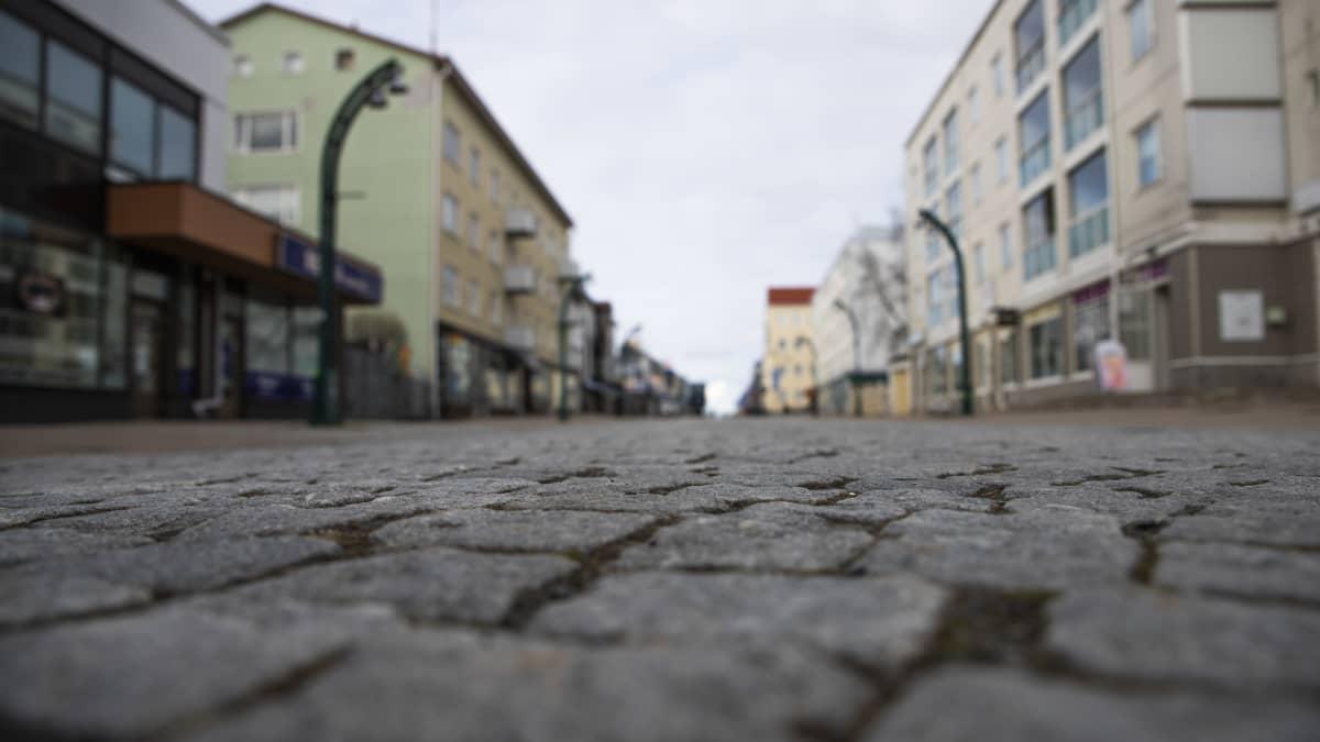 Tornion keskustan kävelykadun kivitys