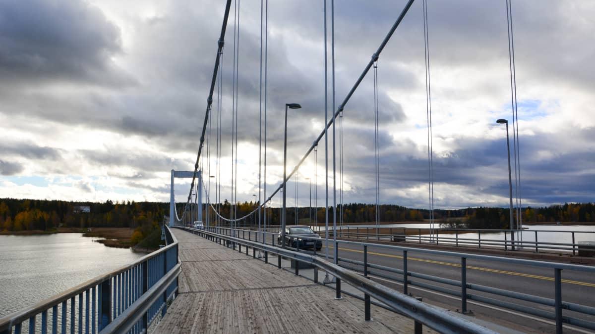 Kirjalansalmen silta Paraisilla.