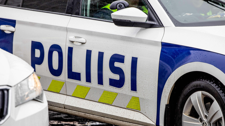 Poliisiajoneuvoja.
