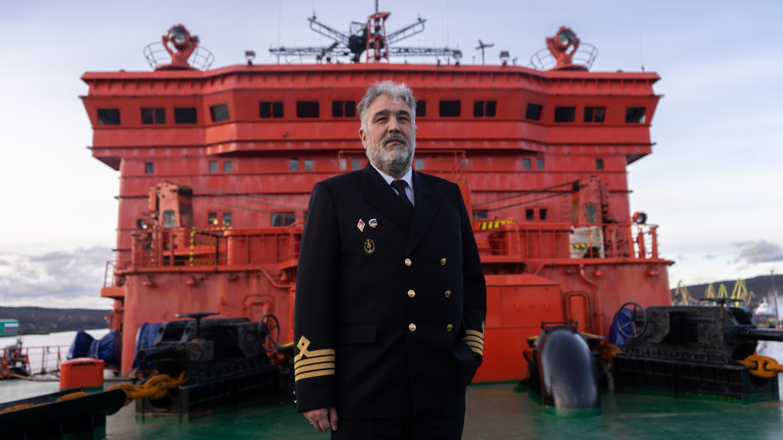Kapteeni 50 let pobedy -jäänmurtajan kannalle.