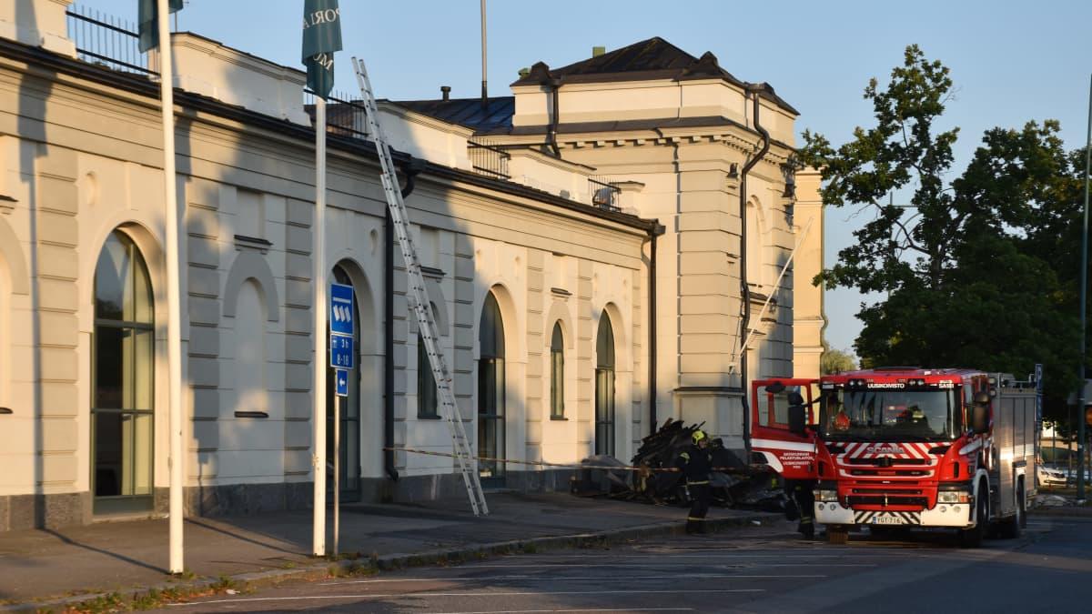 Poliisi epäilee Porissa taidemuseota vahingoittanutta tulipaloa tahallaan sytytetyksi.