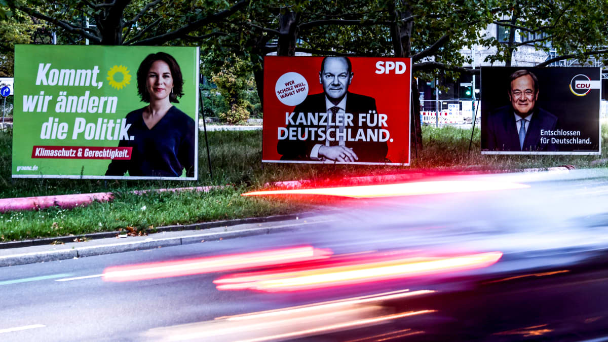 Tiemainokset kolmesta vaalien ehdokkaasta Annalena Baerbockista, Olaf Scholzista ja  Armin Laschet.