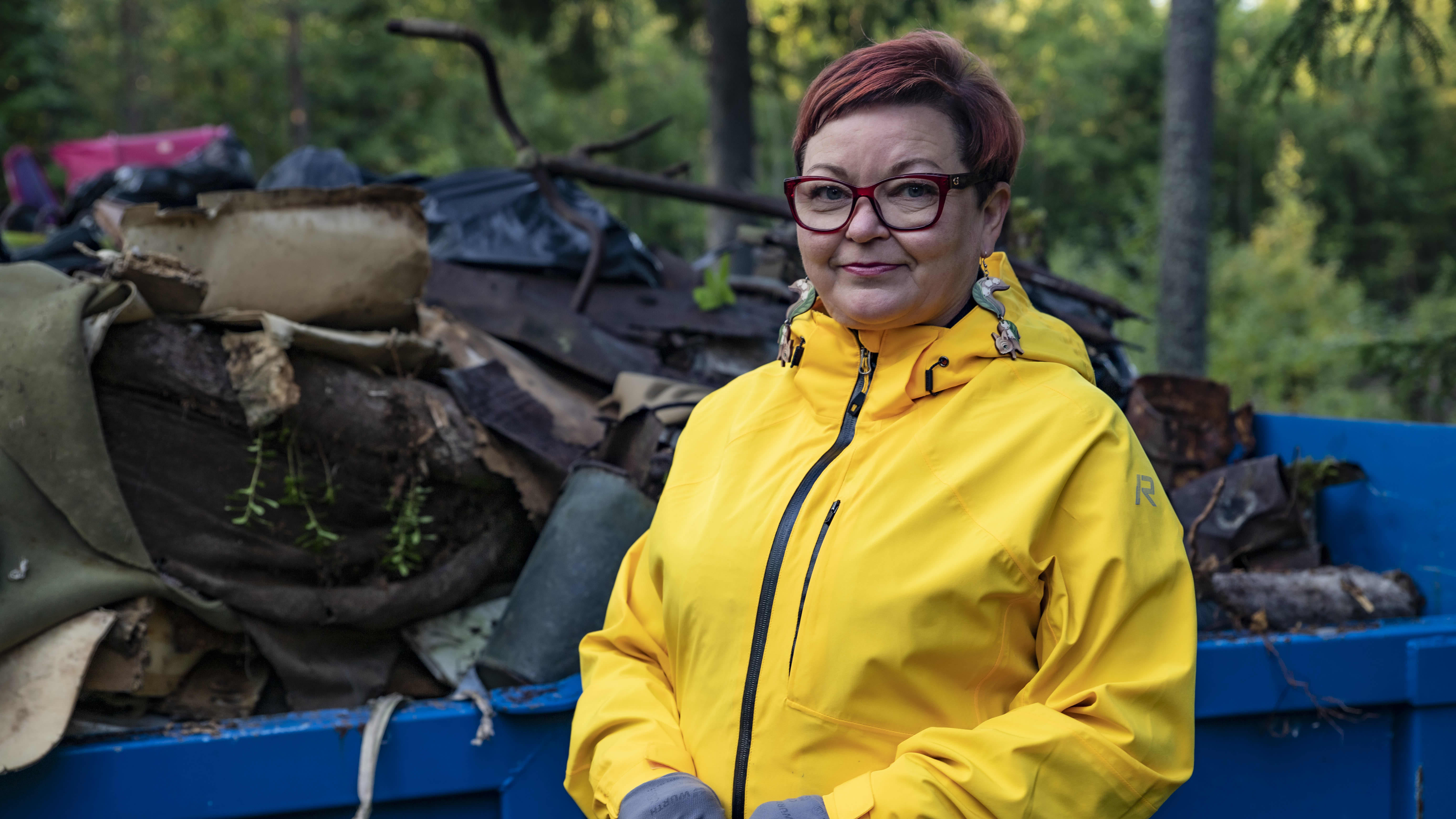 Talkoolaiset siivosivat laittoman kaatopaikan Kemissä Elijärvellä
