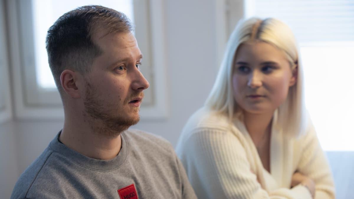 Veitsiluodolta irtisanottavat Tero Lehtisalo ja Tia-Maria Korhonen: Osa odottaa jo innoissaan pääsyä pois tehdasympyröistä
