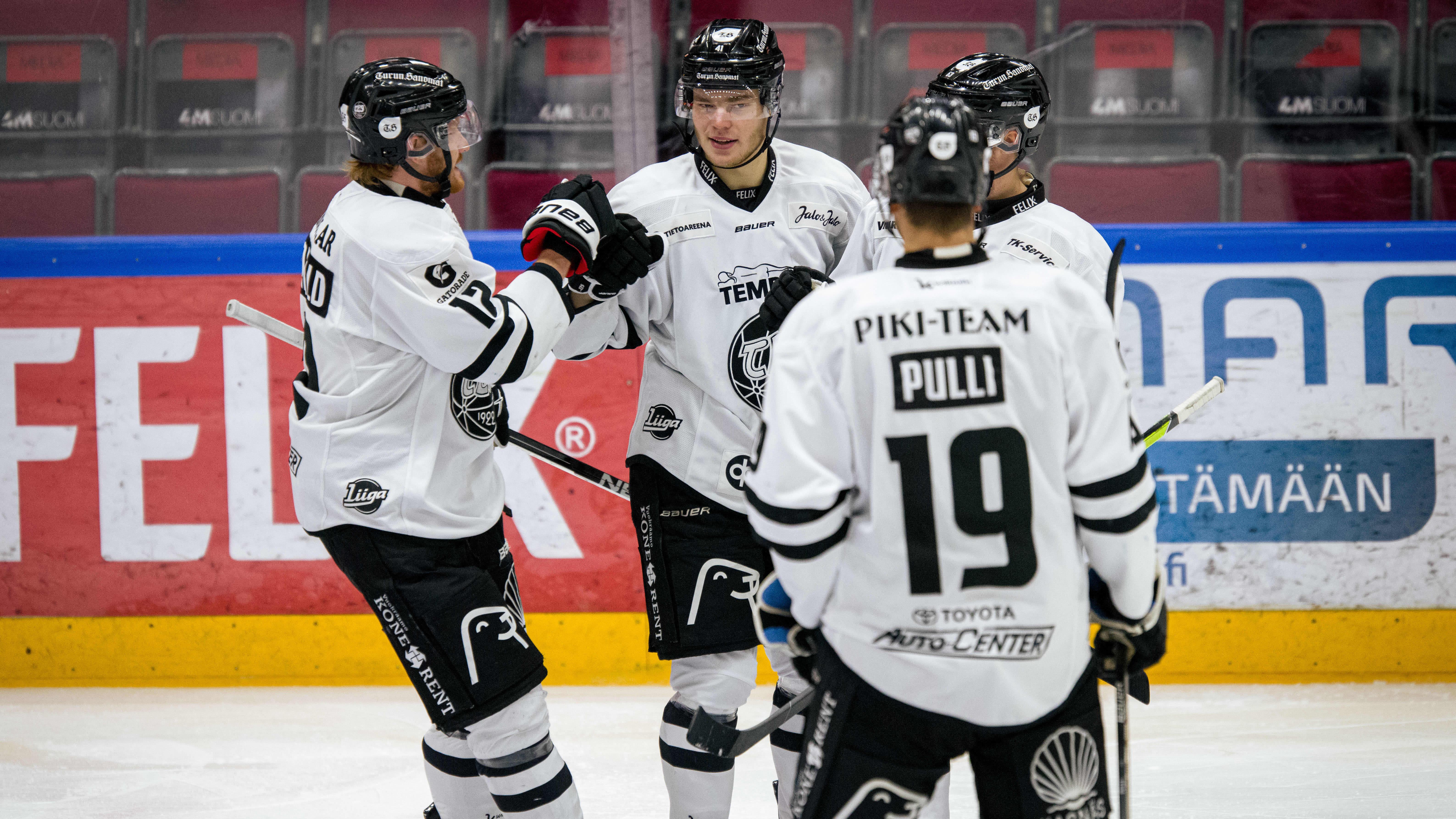 Aarne Intonen viimeisteli TPS:n voittomaalin JYPiä vastaan.