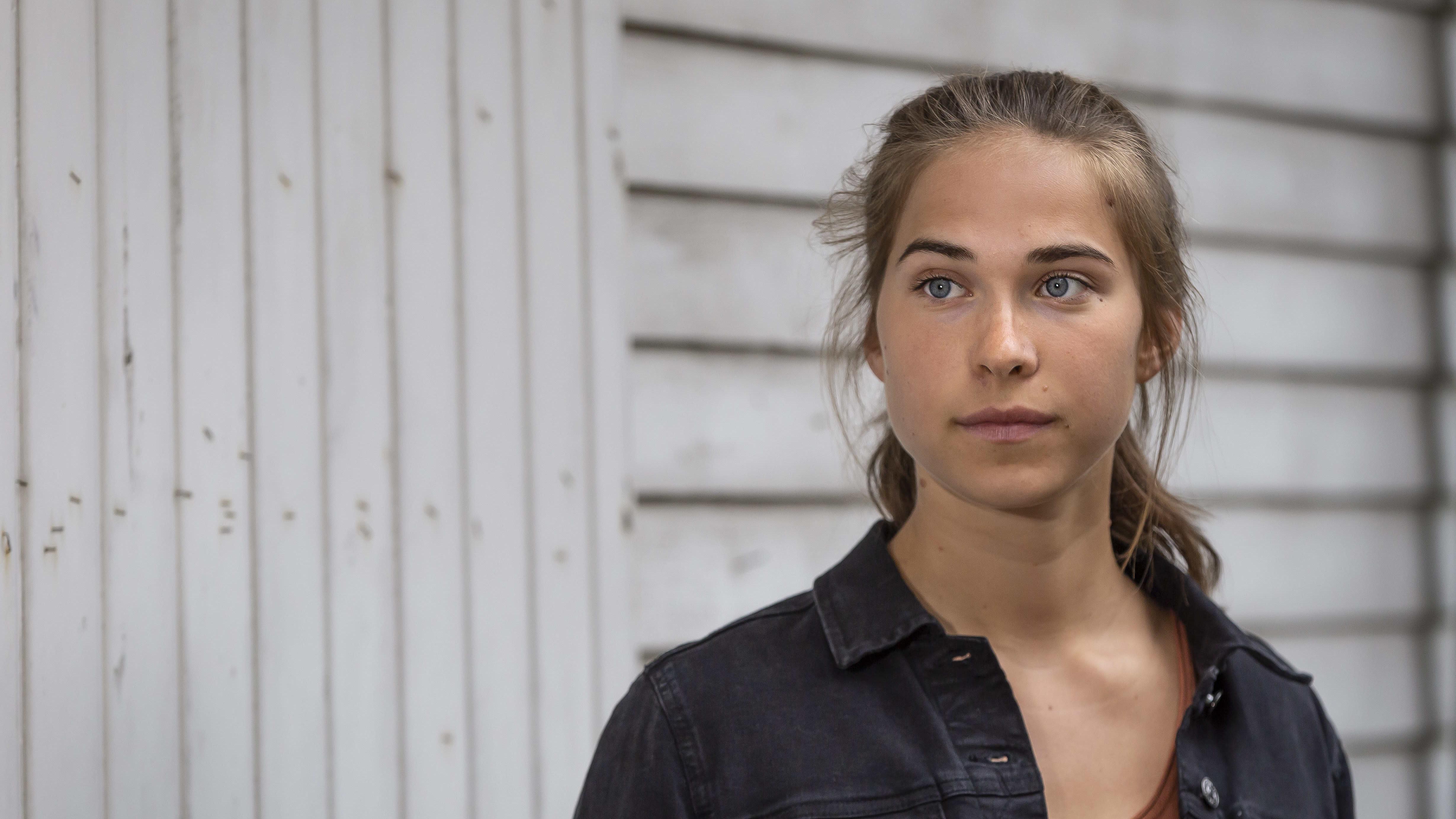 Jalkapalloilija Emmaliina Tulkki poseeraa kameralle 28.5.2020.
