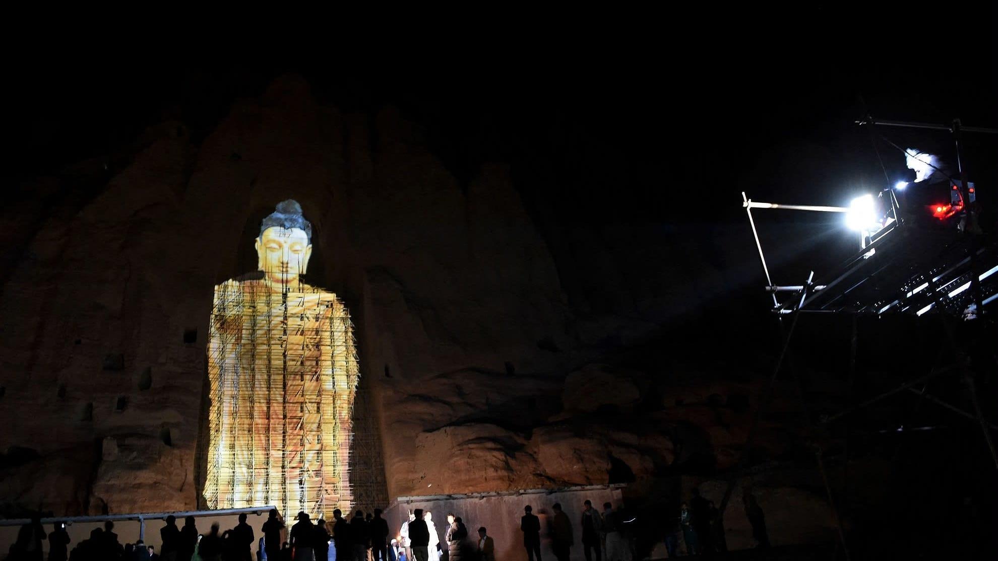 Lähes 60 metriä korkea 3D-Buddha loisti 9. maaliskuuta Bamiyanin laaksossa Afganistanissa.