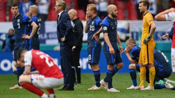 Suomen ja Tanskan pelaajat järkyttyivät Christian Eriksenin tuupertumisen jälkeen EM-avauksessa.