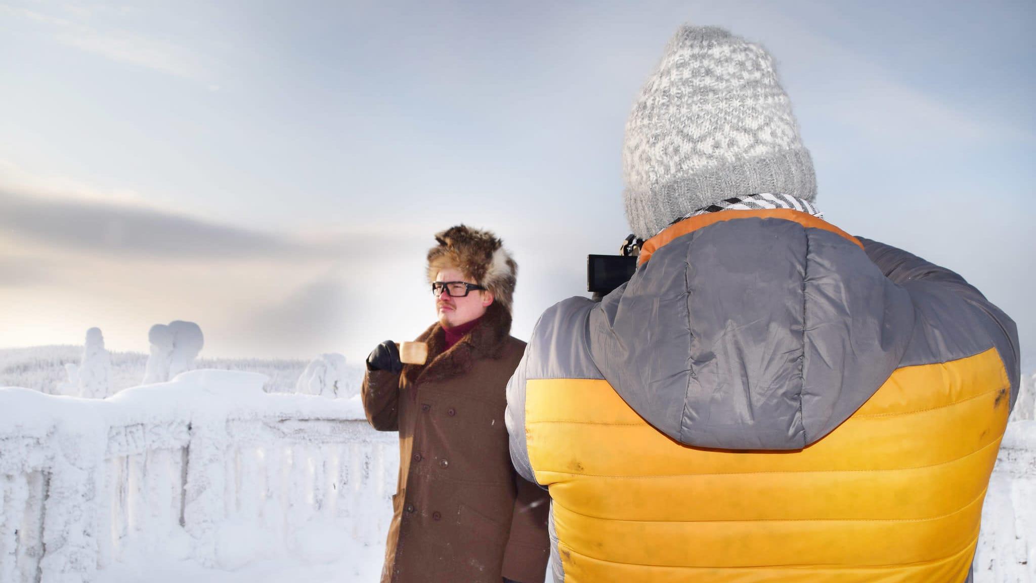 Antti Heikkinen näyttelee opashahmon roolin virtuaaliopastuksessa